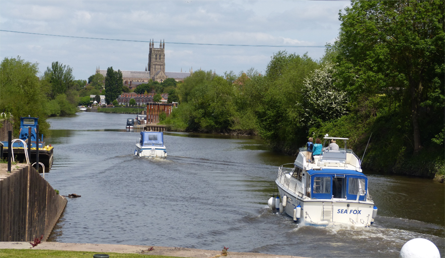 Cruisers Exit Lock Towards Worcester